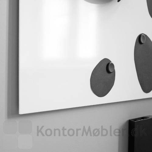 Air Whiteboard med sorte magneter og Air pocket penneholder