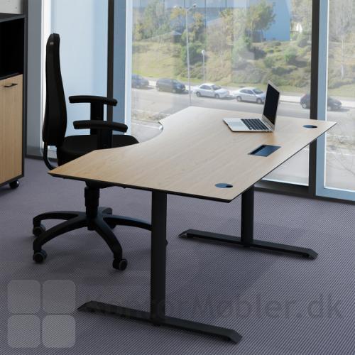 Hæve sænke bord fra Fumac med kabelklap og kabelrosetter i sort