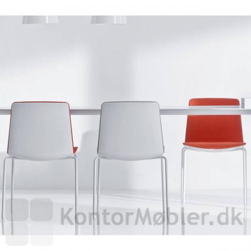 Noa mødestole passer godt til Arki bordet