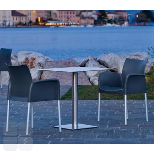 Ice stol med armlæn, velegnet til udendørs brug