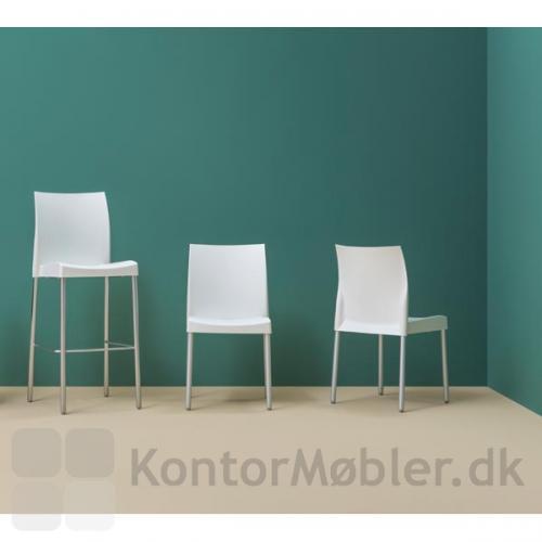 Ice serien består af stol, stol med armlæn og barstol