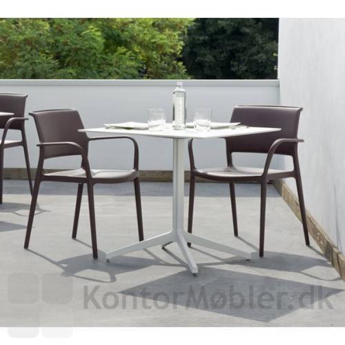 Ara mødestol med armlæn til terrassen