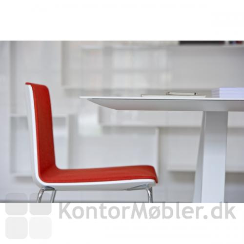 Arki bordet med nærbillede af den elegante pladekant