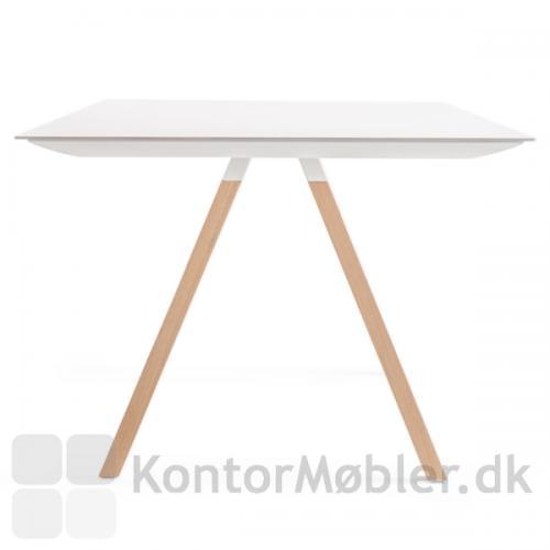Arki bordet med hvid bordplade og ben i eg
