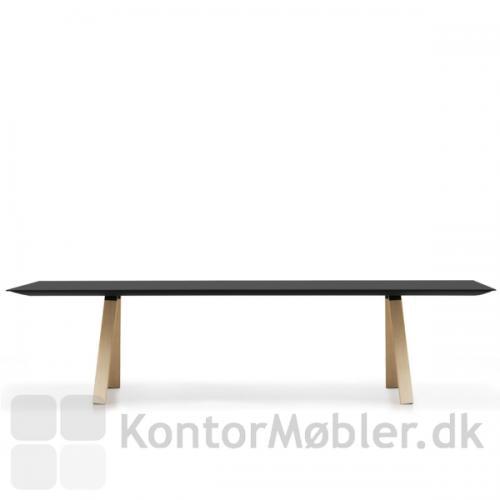 Arki mødebord med sort bordplade og ben i egefiner