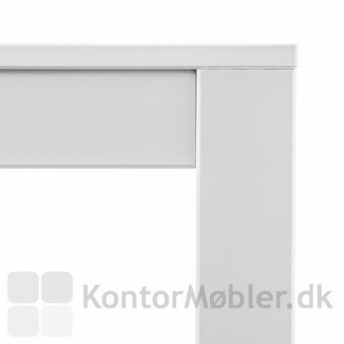Kuadro bord detalje af samling mellem ben og bordplade