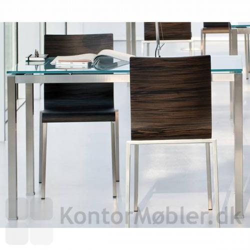 Kuadro bord med bordplade i frostet glas