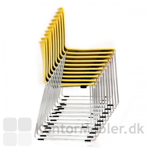 Tweet stolen er stabelbar, vælges modellen med meder, kan den stables med 20 stk