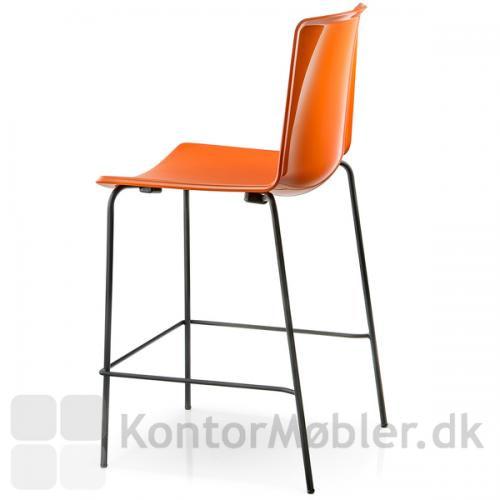 Tweet barstol med ensfarvet sæde, bemærk den blanke ryg