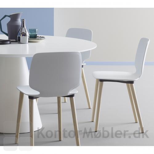 Babila stol med hvidt sæde og træben