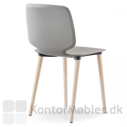 Babila 2750 stol med polypropylen skal, bemærk den karakteristiske støbning af ryggen