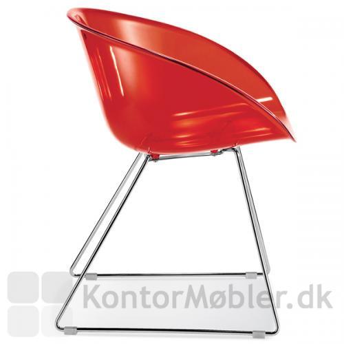 Gliss 921 stol kan vælges i flere farver, her i transparent rød