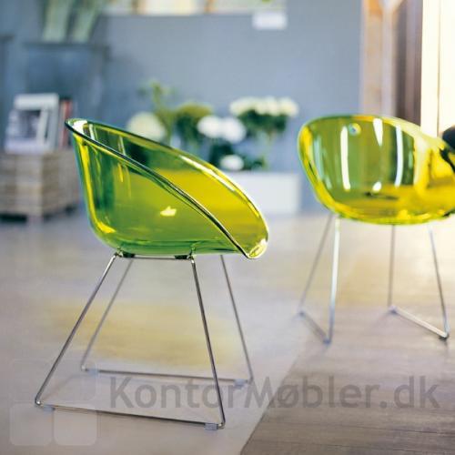 Gliss 921 kantinestol i transparent grøn, giver indretningen et frisk look