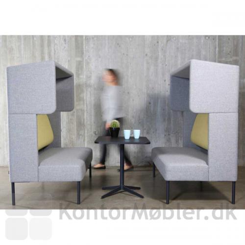 Four Us sofa med Cave modulet, skaber ro til fordybelse
