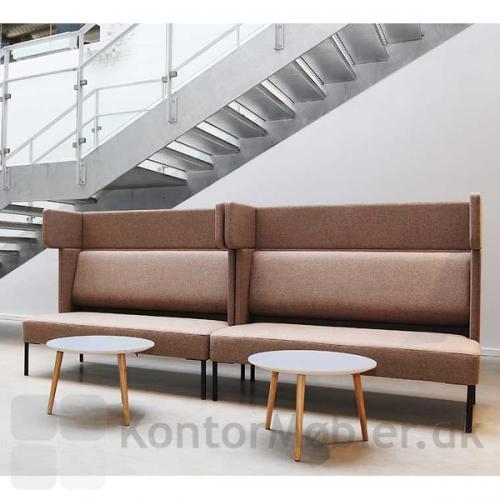 Four Us sofa med modulet Ear, valgt med samme polstring til hele sofaen