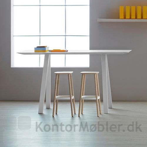 Arki H107 er et super alsidigt bord samt en god arbejdshøjde