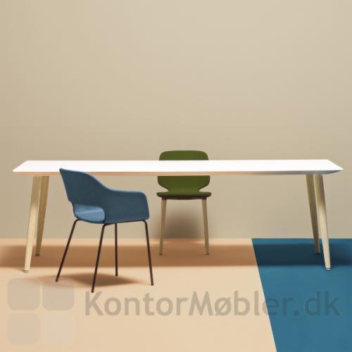 Babila mødebord med stole fra samme serie