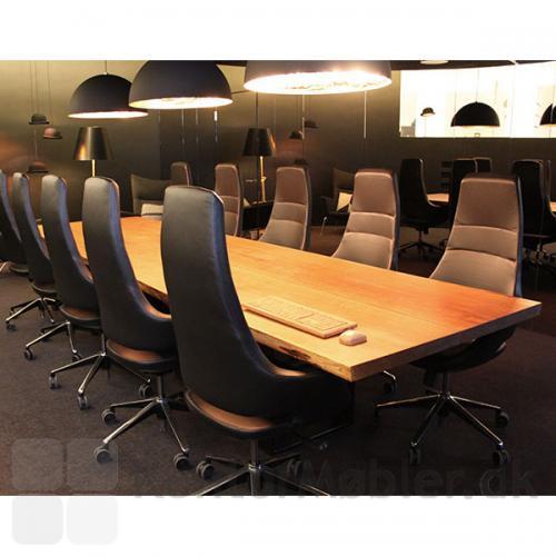 Meet stolen med høj ryg, er flot til et konferencebord