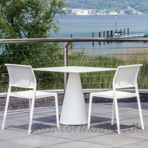 Ikon 865 bord i hvid med kvadratisk bordplade. Passer godt med ARA kantinestol