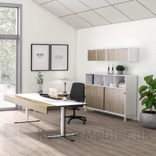 Delta X chefbord med hvid bordplade og hvide ben