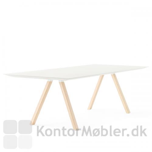 ARKI mødebord fra Pedrali er enkelt design i høj kvalitet