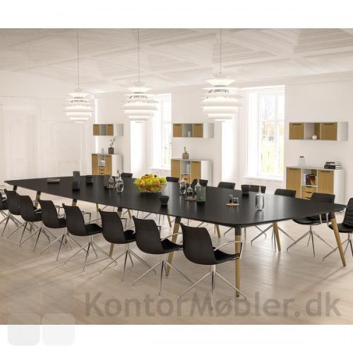 XL konferencebord kan laves i meget store størrelser. Her vist med 5 plader og en bordlængde på 600 cm, hvor du kan inviterer helt op til 28 personer med til bords