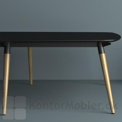 XL konferencebord med ben i egetræ og bordplade i sort nano laminat