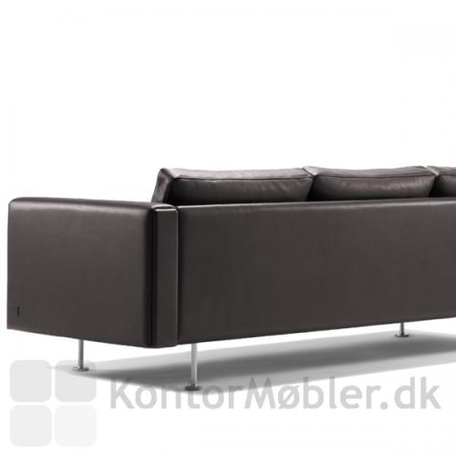 Century 2000 sofa har en enkel og klassisk bagside