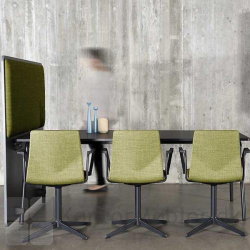 RinR rumdeler med matchende Four Cast´2 Evo mødestole