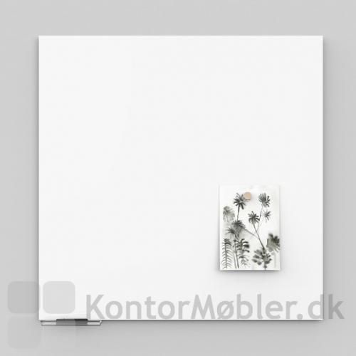Air whiteboard med pennehylde, pennehylden kan vælges i to længder