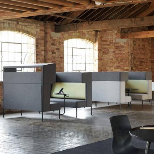 Four Us sofa og Four Us Booth kan sagtens kombineres. Her er sofaerne med til, at skabe stemningen og indretning af rummet.