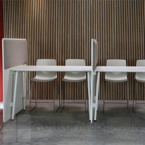 Four Real stole med RinR skærmvæg
