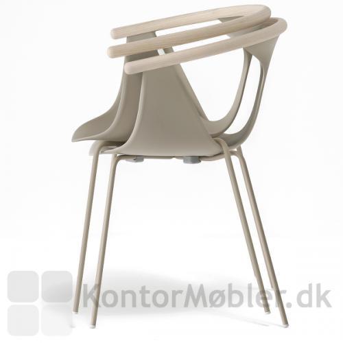 Fox stolen med stål ben kan stables med max 3 stk