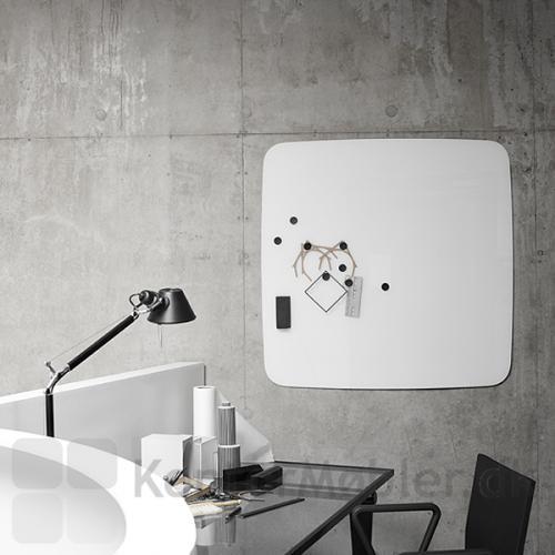 Flow Wall glastavle i hvid, er diskret og passer til de fleste indretninger