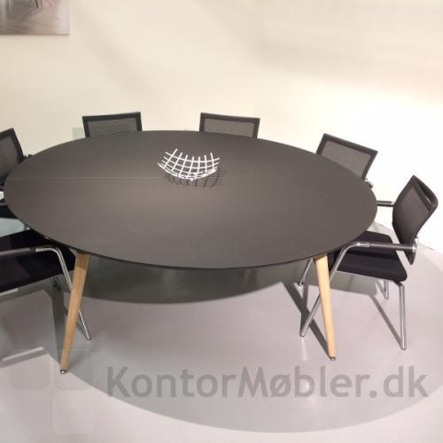 XL konferencebord med rund sort bordplade og Skin mødestole