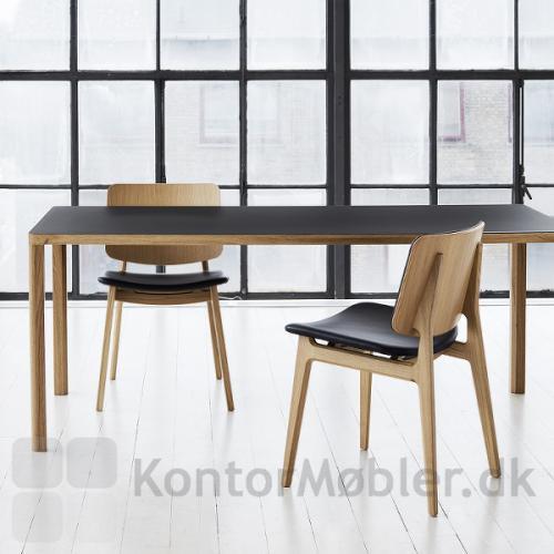 Slender konferencebord fra Magnus Olesen