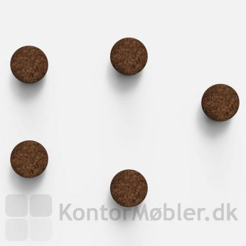 Kraftige magneter i mørk kork