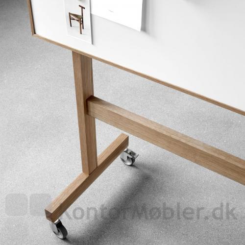 Wood mobil whiteboard har ben i massiv eg