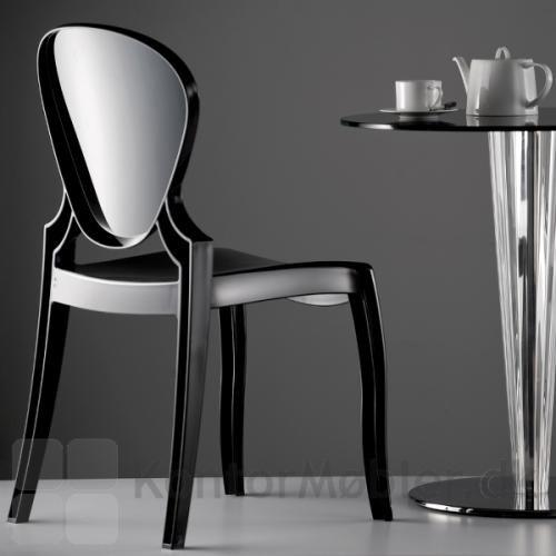 Queen stolen i sort polycarbonat er flot til et cafébord. Bemærk, den sorte model egner sig ikke til udendørs brug