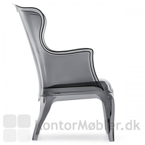 Pasha loungestol i grå transparent polycarbonat, har en flot facon
