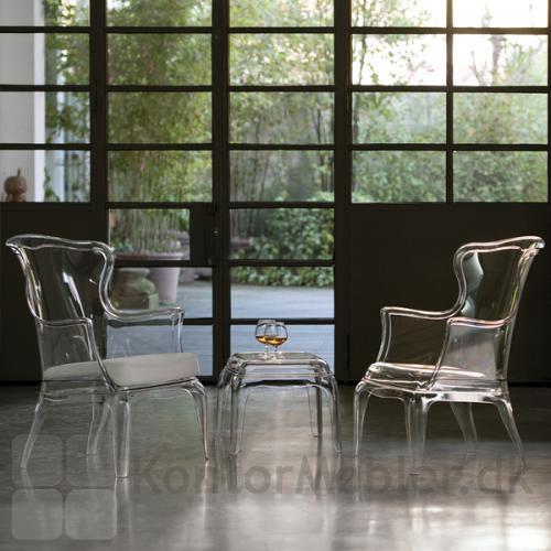 Pasha loungestol i klar gennemsigtig polycarbonat og skammel i samme materiale, til afsætning