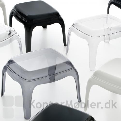 Til Pasha loungestol, kan der vælges skammel i samme materiale og farve