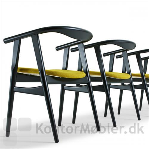 GE 525 stol i sortbejdset bøg med sædepolstring i stof