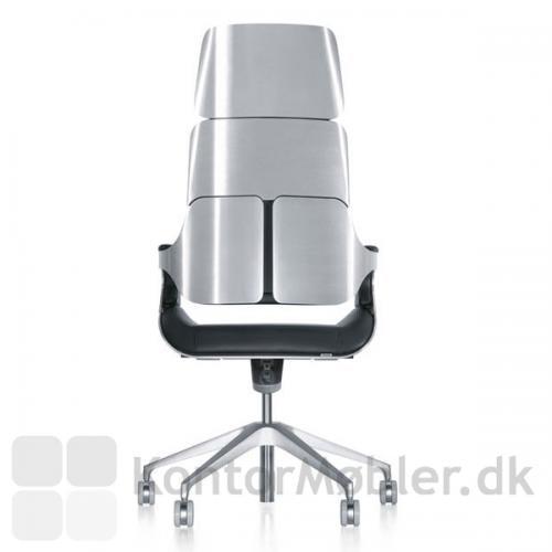 Silver chefstol fra Interstuhl med børstet aluminium ryg og stel