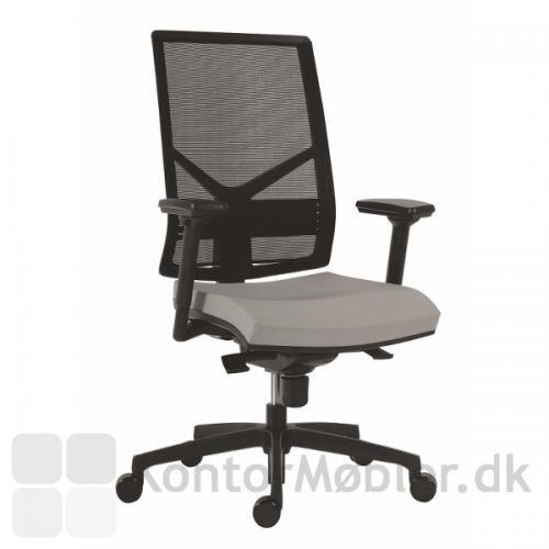 Omnia kontorstol med armlæn