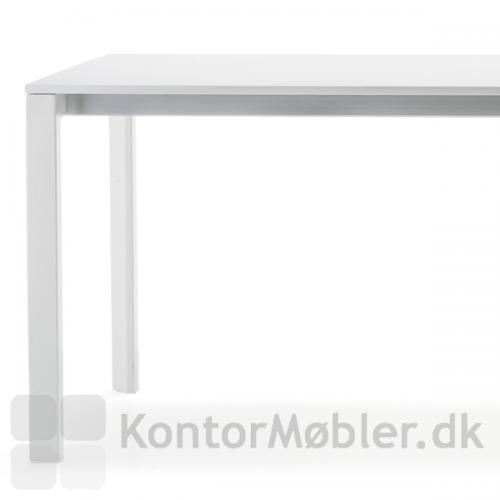 More mødebord er med hvid melamin bordplade og hvide ben