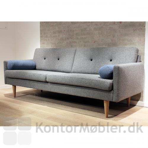 Jive sofa fra Stouby med ben i eg