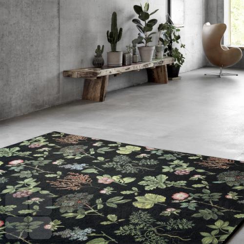"""Create tæppe med mønster inspireret af """"Nordic Nature"""" med blomster og bær. Mønsteret hedder Flora"""