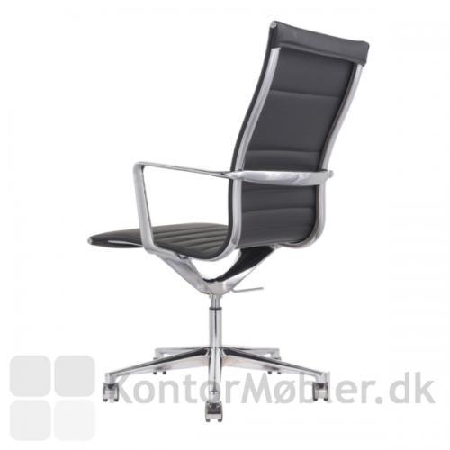 Sophia konferencestol med høj ryg, fodkryds med 5 hjul set bagfra