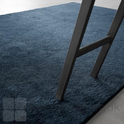 Moss tæppet kan vælges i mange dybe farver, med inspiration fra skovens mystik
